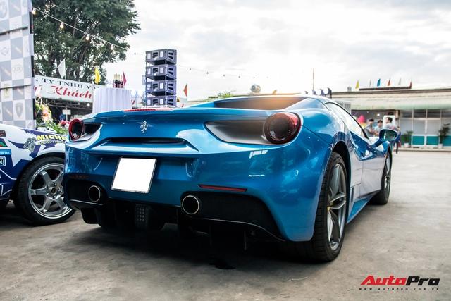 Cận cảnh Ferrari 488 Spider màu xanh dương độc nhất Việt Nam của đại gia Bình Phước - Ảnh 2.
