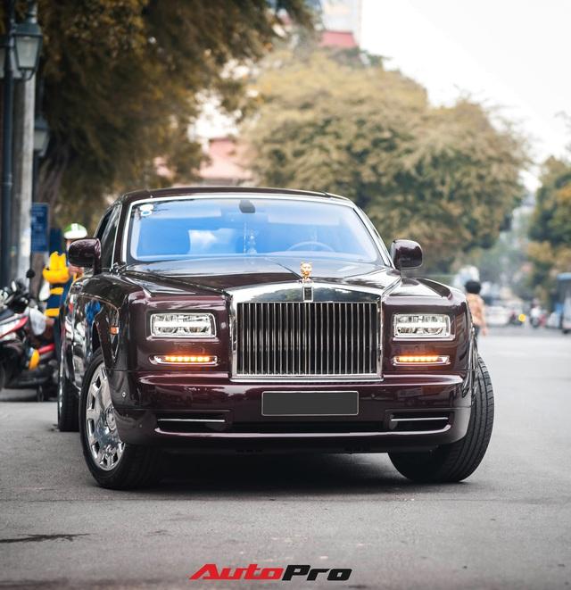 Cận cảnh Rolls-Royce Phantom Hòa bình Vinh quang độc nhất vô nhị với logo ông ba mươi của đại gia Việt - Ảnh 3.