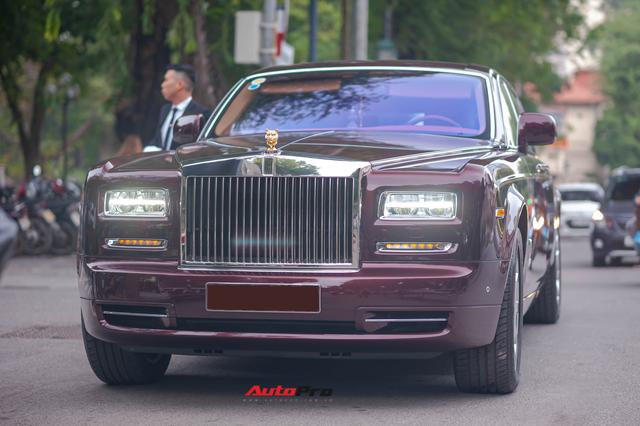 Cận cảnh Rolls-Royce Phantom Hòa bình Vinh quang độc nhất vô nhị với logo ông ba mươi của đại gia Việt - Ảnh 4.