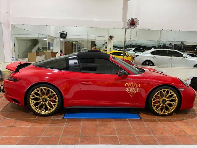 Dân chơi 'lột xác' Porsche 911 Targa 4 GTS đầu tiên Việt Nam: 'Bắt trend' Gucci kiểu dân sành mới biết, thay mâm hàng độc gây chú ý - Ảnh 1.