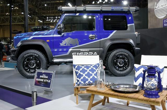 Suzuki tung Jimny đặc biệt siêu hầm hố, nhà di động với trần xe cảm hứng từ Rolls-Royce - Ảnh 2.