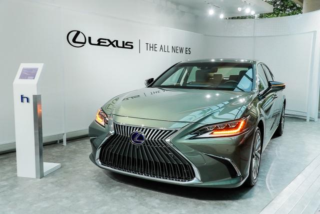 Lexus ES 2020 - Cuộc tất tay của người Nhật để hút khách Việt cuối năm - Ảnh 1.