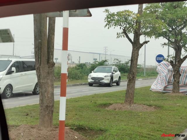 Bắt gặp Ford Escape 2020 chạy thử trong khuôn viên nhà máy Hải Dương - Ngày mở bán không còn xa - Ảnh 2.