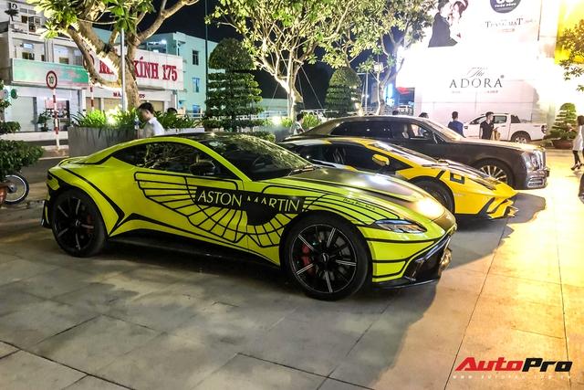 Đại gia Hoàng Kim Khánh mang loạt siêu xe, siêu sang ăn mừng tất niên - Ảnh 8.