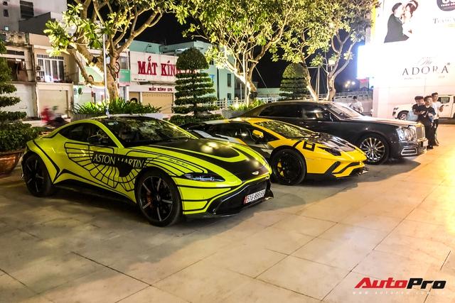 Đại gia Hoàng Kim Khánh mang loạt siêu xe, siêu sang ăn mừng tất niên - Ảnh 1.