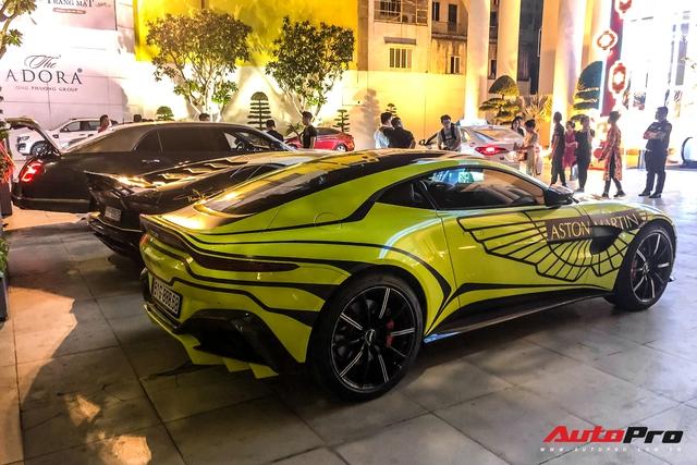 Đại gia Hoàng Kim Khánh mang loạt siêu xe, siêu sang ăn mừng tất niên - Ảnh 6.