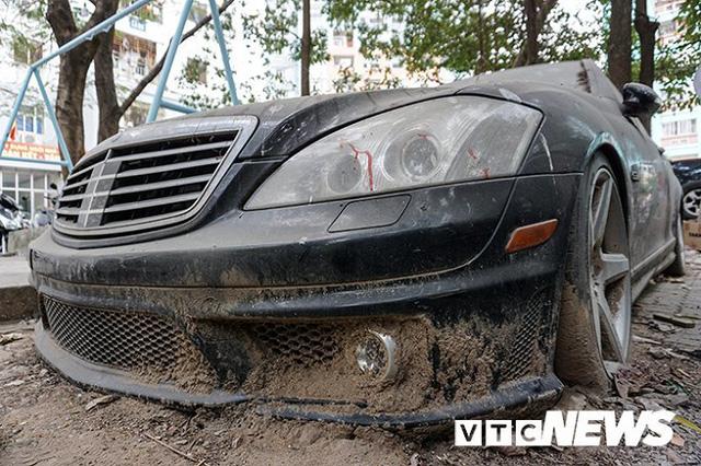 Xót xa Mercedes-Maybach S600 14 tỷ phủ bụi ở Hà Nội - Ảnh 6.