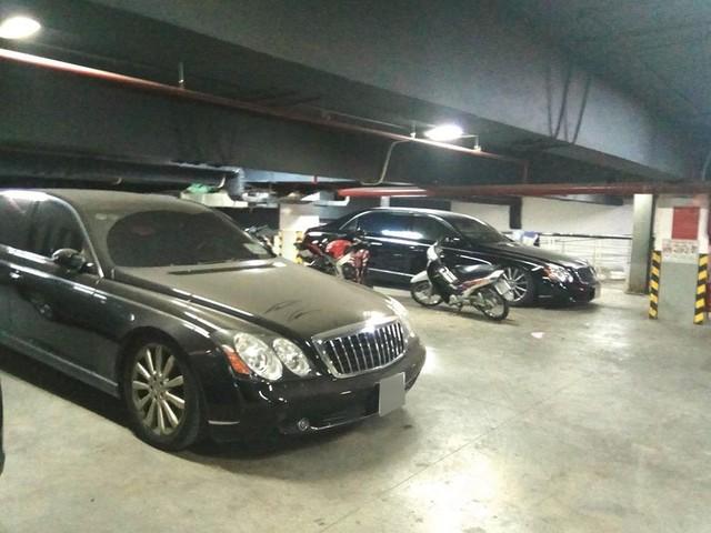 Xót xa Mercedes-Maybach S600 14 tỷ phủ bụi ở Hà Nội - Ảnh 7.