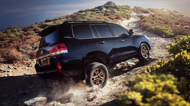 Toyota Land Cruiser sắp tung thế hệ mới: Uống xăng ít hơn, động cơ yếu hơn - Ảnh 2.