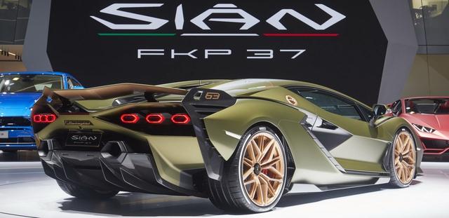 Sướng như bán siêu SUV: Doanh số Urus bằng tất cả dòng xe Lamborghini khác gộp lại, mỗi ngày bán ra 13 chiếc - Ảnh 2.