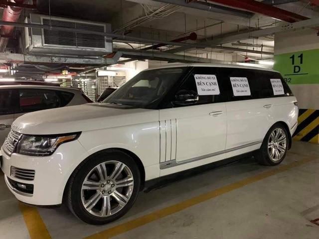 Chủ xe Range Rover ở Hà Nội bị ném đá vì dán giấy không đỗ xe bên cạnh - Ảnh 1.
