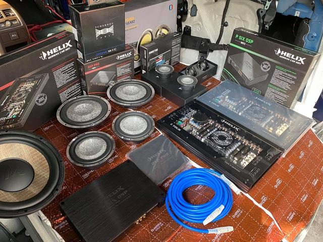 Mua 'full option' chưa thoả mãn, chủ xe VinFast Lux SA2.0 chi 400 triệu độ hệ thống âm thanh mới - Ảnh 2.