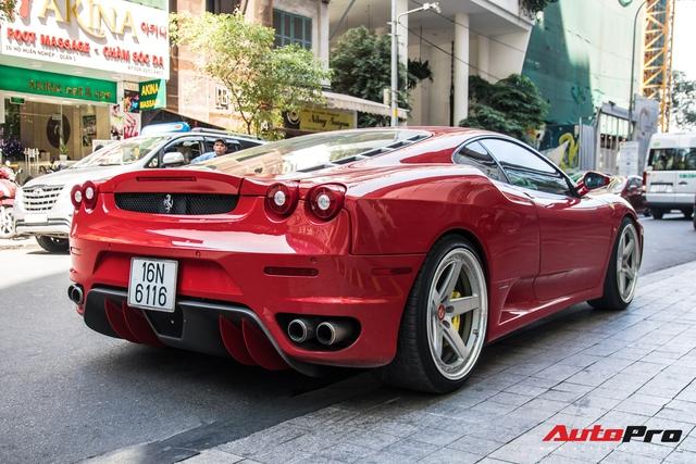 Hang hiem Ferrari F430 tai xuat tren pho Sai Gon bo mam dinh tan la chi tiet noi bat nhat
