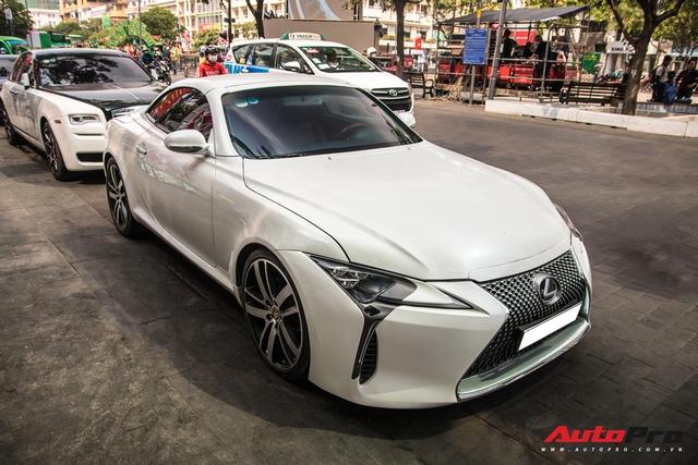 Nhờ một thay đổi nhỏ, Lexus mui trần hết thời biến hình thành LC500 cực bắt mắt - Ảnh 10.