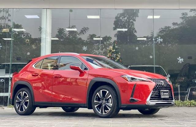 Lexus UX 200 hàng độc tại Việt Nam lộ giá tính thuế hơn 1,8 tỷ đồng, cạnh tranh Mercedes-Benz GLA và BMW X1 - Ảnh 1.