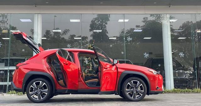 Lexus UX 200 đầu tiên về Việt Nam - 'của lạ' tiền tỷ chơi Tết thay Mercedes-Benz GLA và BMW X1 - Ảnh 3.