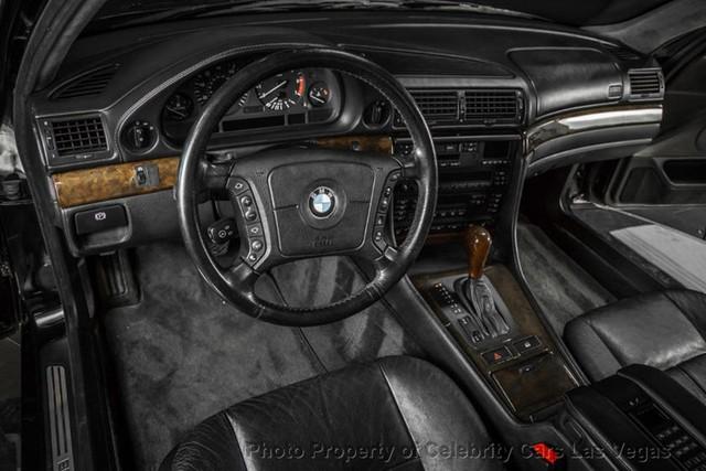 BMW 7-Series của huyền thoại nhạc Rap rao giá hơn 40 tỷ - Ảnh 9.