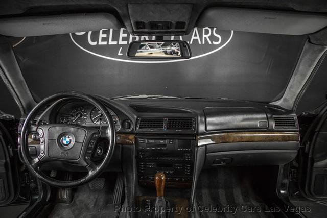BMW 7-Series của huyền thoại nhạc Rap rao giá hơn 40 tỷ - Ảnh 10.