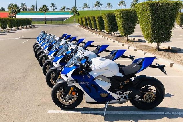 Cảnh sát Dubai được bàn giao dàn Ducati Panigale V4 S chất như nước cất - Ảnh 2.
