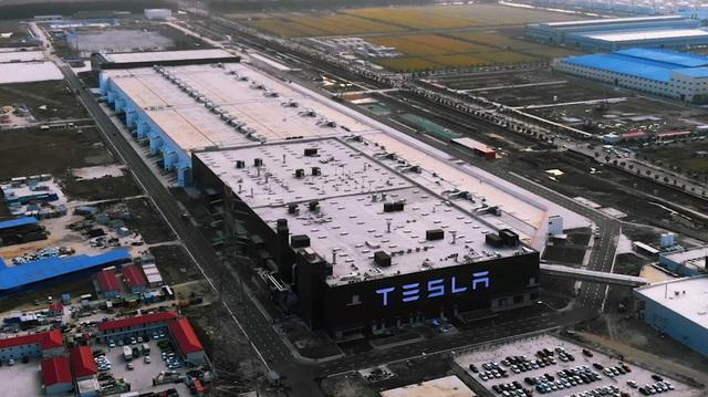 """Tesla chính thức bàn giao xe điện """"Made in China"""" đầu tiên"""