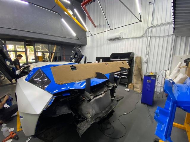 Đổi chủ, Lamborghini Aventador độ Liberty Walk bản giới hạn lên đời bộ cánh mới, tông xuyệt tông với người anh em chung nhà - Ảnh 1.