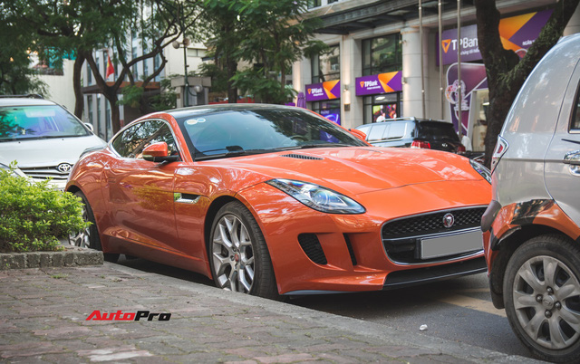 Vừa mua lại xe 1 năm, đại gia Hà Nội đã rao bán Jaguar F-Type độc nhất Việt Nam với giá đắt ngang Mẹc S mua mới - Ảnh 1.