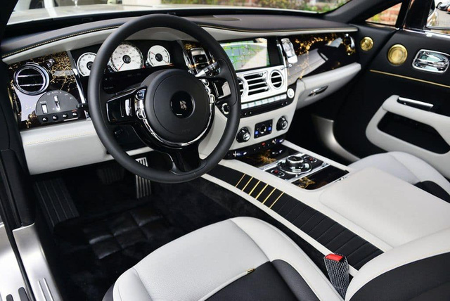 Rolls-Royce Wraith phiên bản tiểu sử đặc biệt chào hàng đại gia Việt với mức giá rẻ sốc 16 tỷ đồng - Ảnh 4.