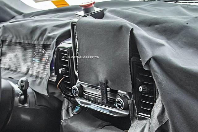 SUV hoàn toàn mới làm anh em với Escape lần đầu tiên lộ diện nội thất thực tế - Ảnh 2.