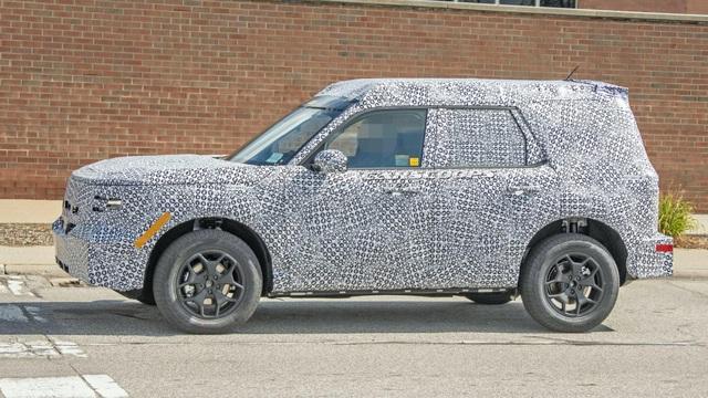 SUV hoàn toàn mới làm anh em với Escape lần đầu tiên lộ diện nội thất thực tế