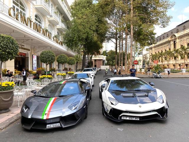 Cường 'Đô-la' và trưởng đoàn Car Passion hội ngộ cùng dàn siêu xe vào ngày 27 Tết Nguyên Đán