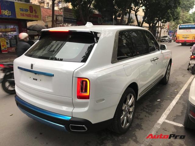 Bắt gặp Rolls-Royce Cullinan chính hãng đầu tiên tại Việt Nam - Ảnh 6.