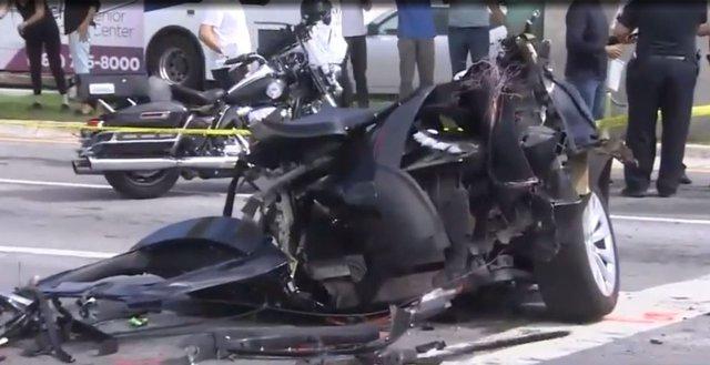 SUV Tesla bị xẻ đôi sau tai nạn kinh hoàng với Nissan GT-R và cái kết thần kỳ - Ảnh 1.