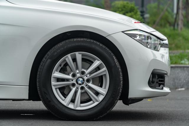 3 năm tuổi, BMW 320i vẫn có giá bán lại cao hơn Toyota Camry mua mới - Ảnh 2.