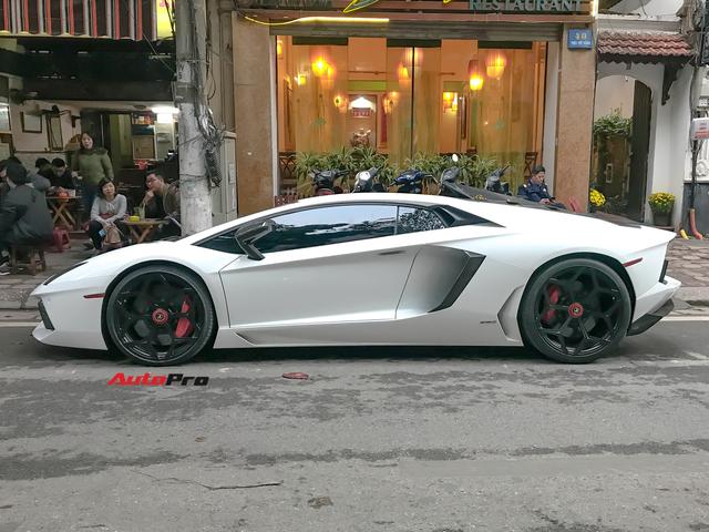 Lamborghini Aventador LP700-4 chính hãng duy nhất tại Việt Nam bất ngờ đón Tết tại Hà Nội, xuất hiện trên đường với màn khạc lửa ấn tượng - Ảnh 4.