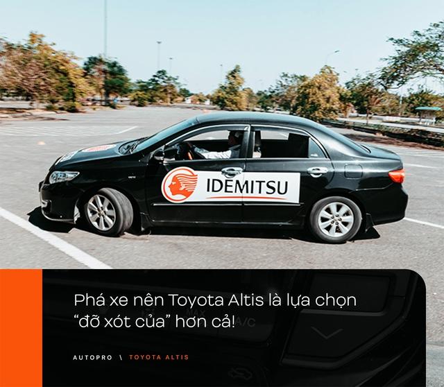 Nhà không có gì ngoài xe, 9X Hà thành chọn 'phá' Toyota Altis - Cho thùng tôn đi đu đưa lại nhận cái kết bất ngờ - Ảnh 14.