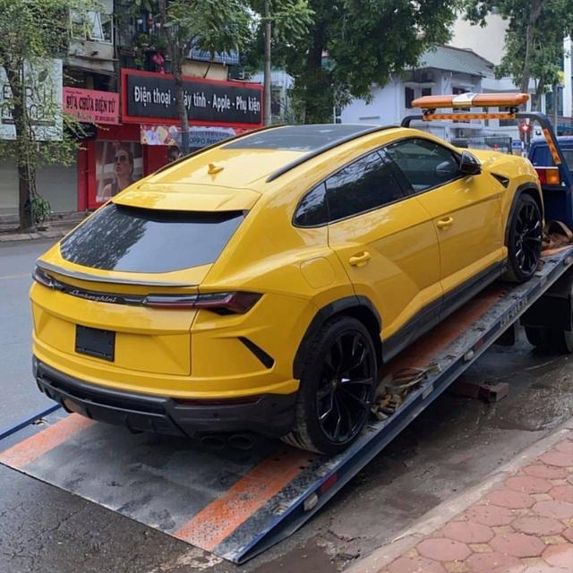 Con trai bầu Hiển 'cưỡi' Lamborghini Urus trang bị độc ra phố, mảnh giấy trên kính lái gây tò mò - Ảnh 4.