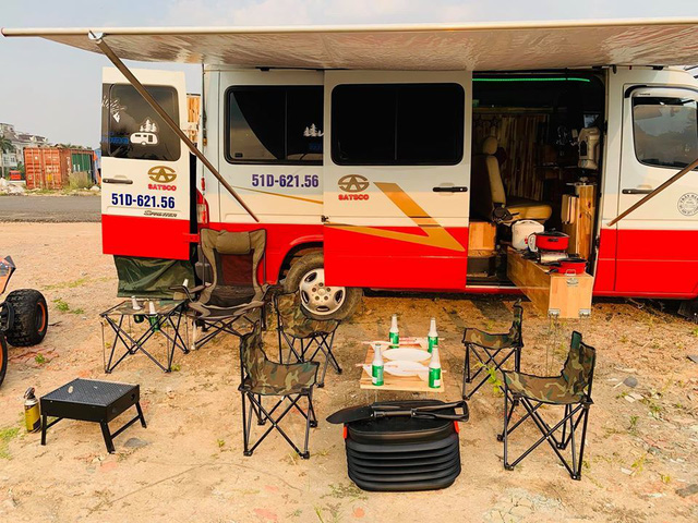 Chi 200 triệu, dân chơi Sài Gòn biến Mercedes-Benz Spinter thành căn nhà tiện nghi - Ảnh 2.