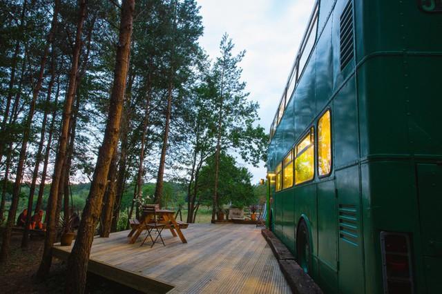 Mua xe buýt hai tầng gần 150 triệu đồng biến thành ngôi nhà mơ ước  - Ảnh 2.