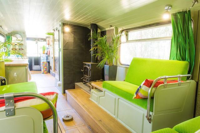 Mua xe buýt hai tầng gần 150 triệu đồng biến thành ngôi nhà mơ ước  - Ảnh 3.