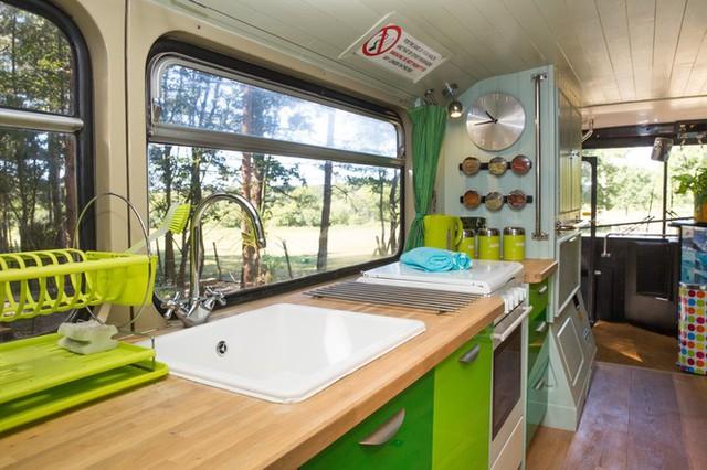 Mua xe buýt hai tầng gần 150 triệu đồng biến thành ngôi nhà mơ ước  - Ảnh 5.