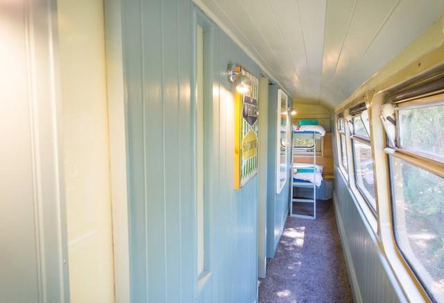 Mua xe buýt hai tầng gần 150 triệu đồng biến thành ngôi nhà mơ ước  - Ảnh 7.