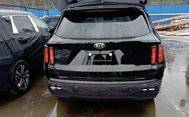 Kia Sorento mới lần đầu lộ diện trần trụi - Đối trọng lớn của Hyundai Santa Fe - Ảnh 2.