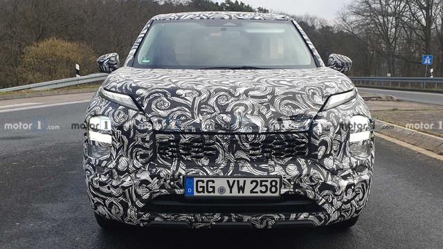 Mitsubishi Outlander 2020 mang thiết kế của Xpander chuẩn bị ra mắt - phả hơi nóng lên Honda CR-V và Mazda CX-5 - Ảnh 2.