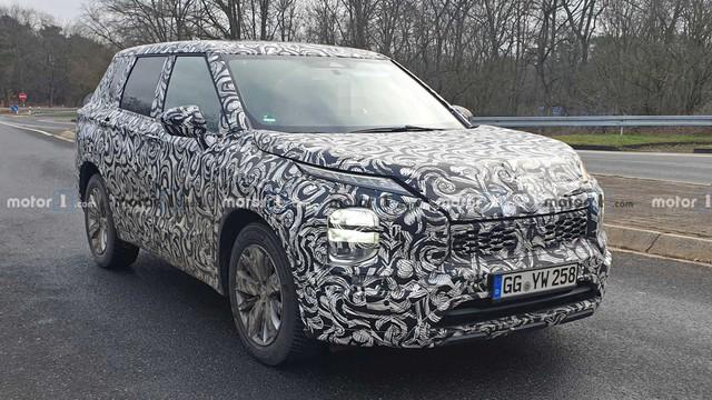 Mitsubishi Outlander 2020 mang thiết kế của Xpander chuẩn bị ra mắt - phả hơi nóng lên Honda CR-V và Mazda CX-5 - Ảnh 1.