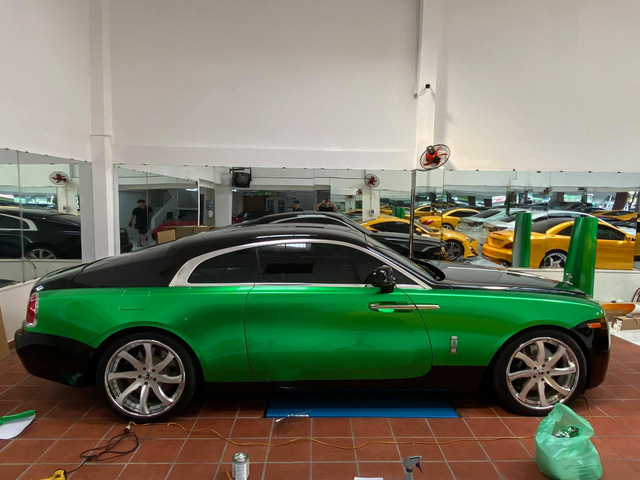 Rolls-Royce Wraith của đại gia Bạc Liêu đổi màu sơn cực độc để chơi Tết - Ảnh 2.