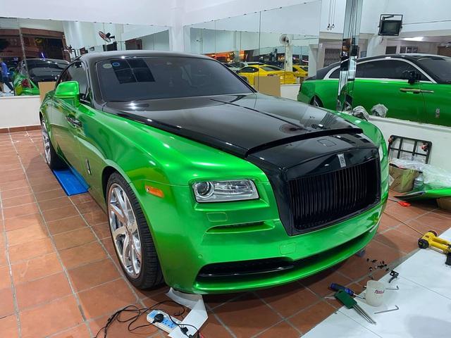 Rolls-Royce Wraith của đại gia Bạc Liêu đổi màu sơn cực độc để chơi Tết - Ảnh 4.