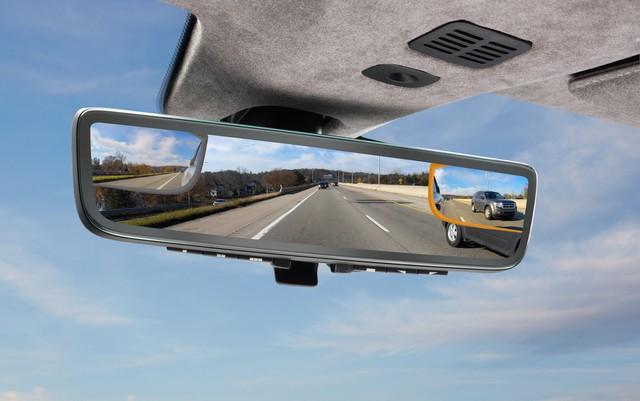 Aston Martin ra lò gương chiếu hậu thông minh mới: Tầm nhìn trước và 2 bên thu về hết 1 màn hình, không có điểm mù - Ảnh 2.