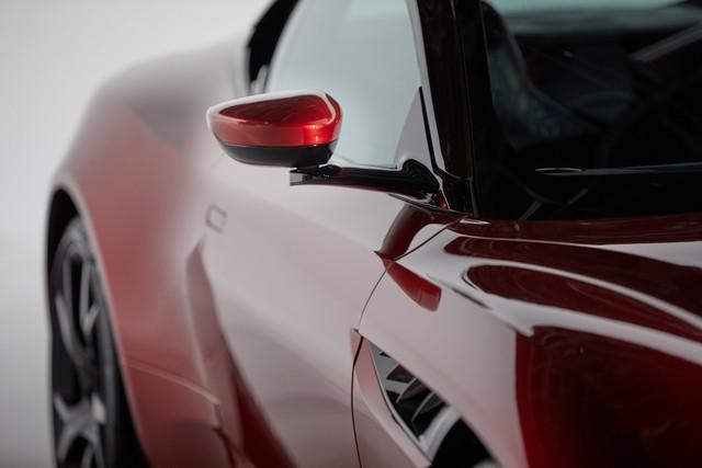 Aston Martin ra lò gương chiếu hậu thông minh mới: Tầm nhìn trước và 2 bên thu về hết 1 màn hình, không có điểm mù - Ảnh 3.