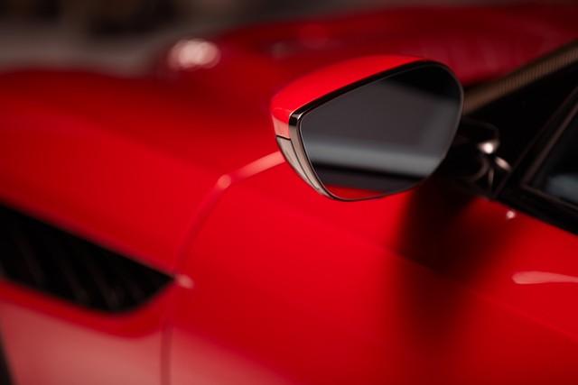 Aston Martin ra lò gương chiếu hậu thông minh mới: Tầm nhìn trước và 2 bên thu về hết 1 màn hình, không có điểm mù - Ảnh 1.
