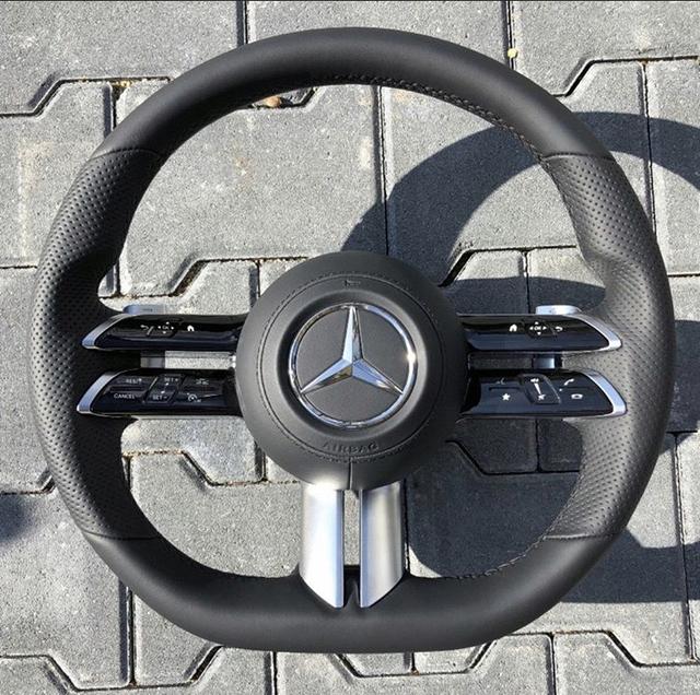 Mercedes-Benz S-Class thế hệ mới lộ vô-lăng, nhiều đường nét giống... Mazda3 2019  - Ảnh 1.